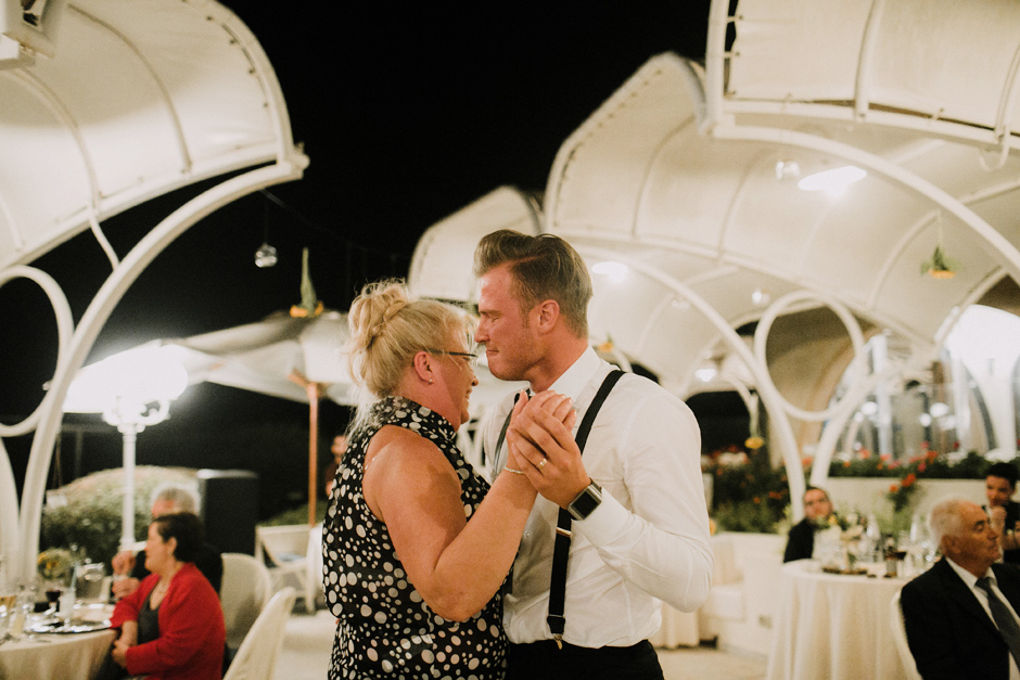 groom and his mother first dance