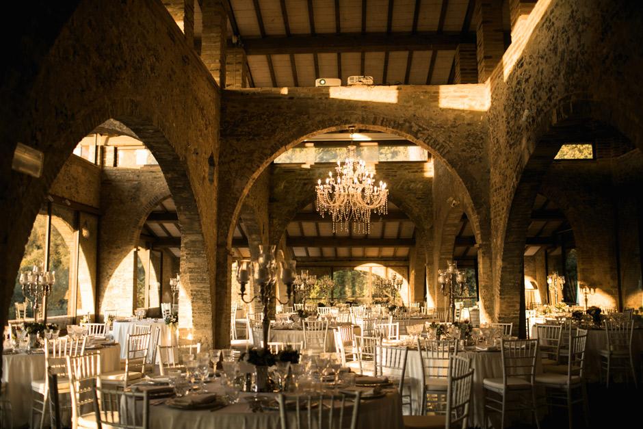 l'eleganza della sala della Fornace per il matrimonio di Simona e Andrea