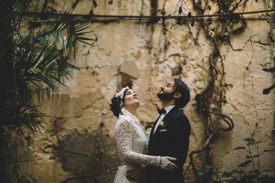 Alternative bride and groom portrait in Sardinia
