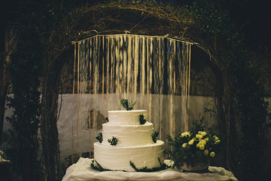 Alternative, creative and romantic wedding cake