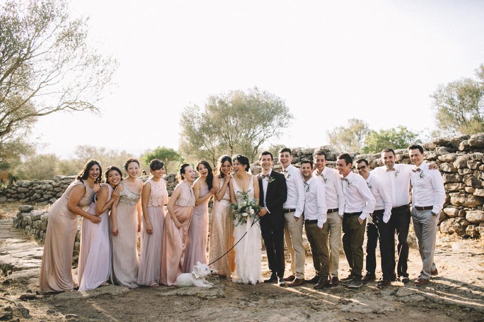 foto di gruppo con gli sposi Serra e Orrios