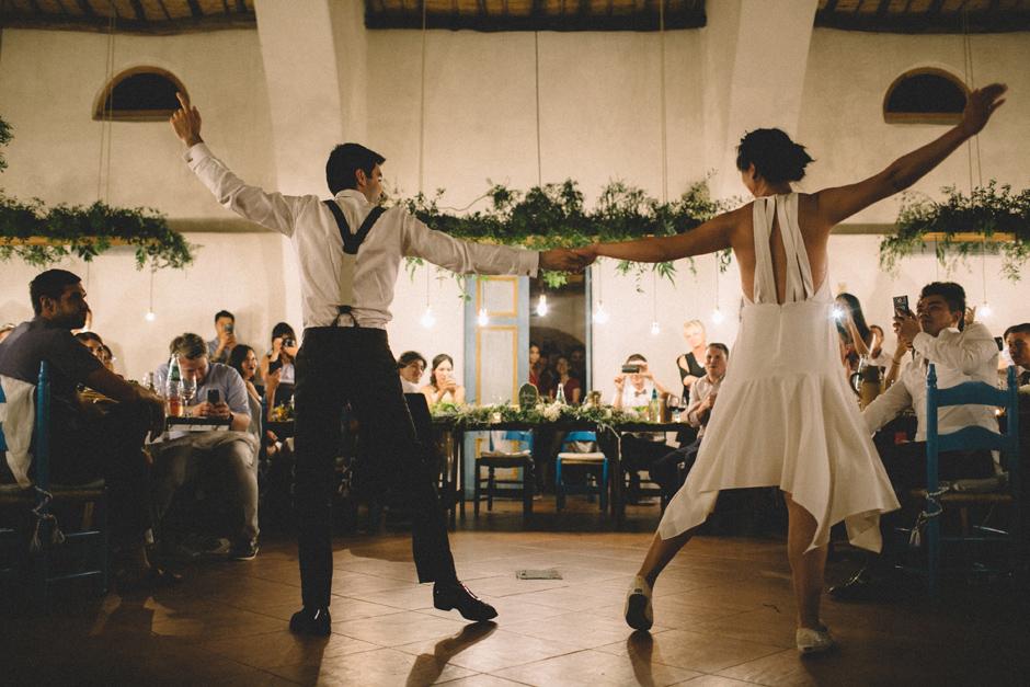 il ballo swing degli sposi durante la cena presso Su Gologone