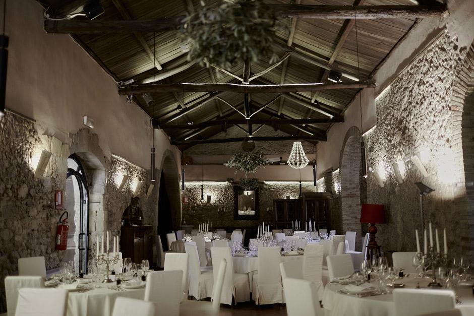la meravigliosa sala del Conventi di San Giuseppe allestita per il matrimonio di Narelle e Massimiliano