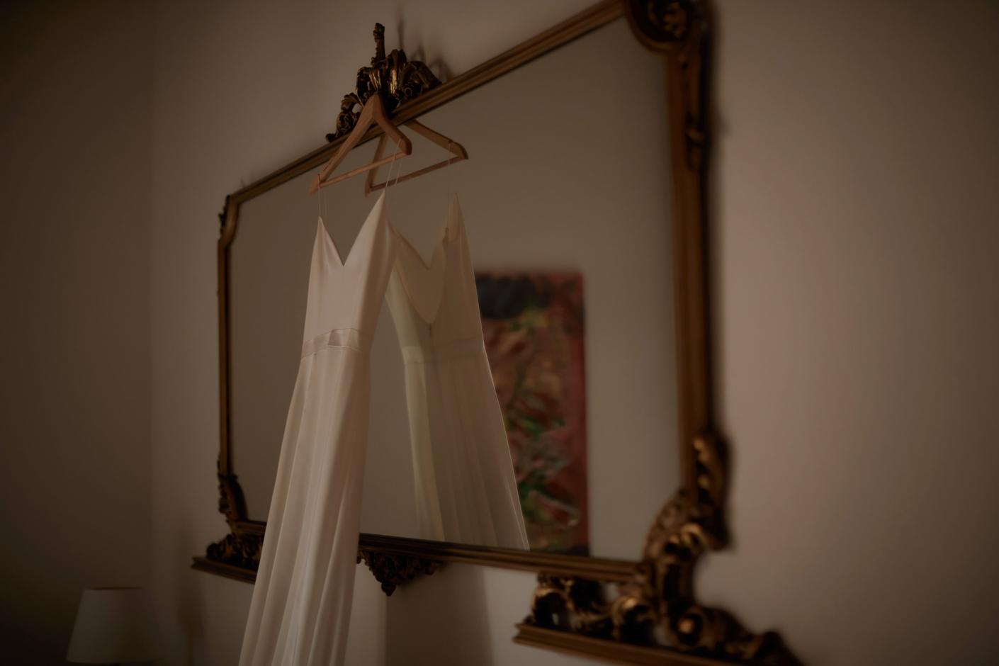 dettagli della camera della sposa presso l'albergo diffuso Mannois