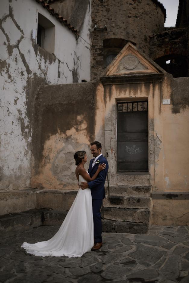 ritratti degli sposi nel centro  di Orosei